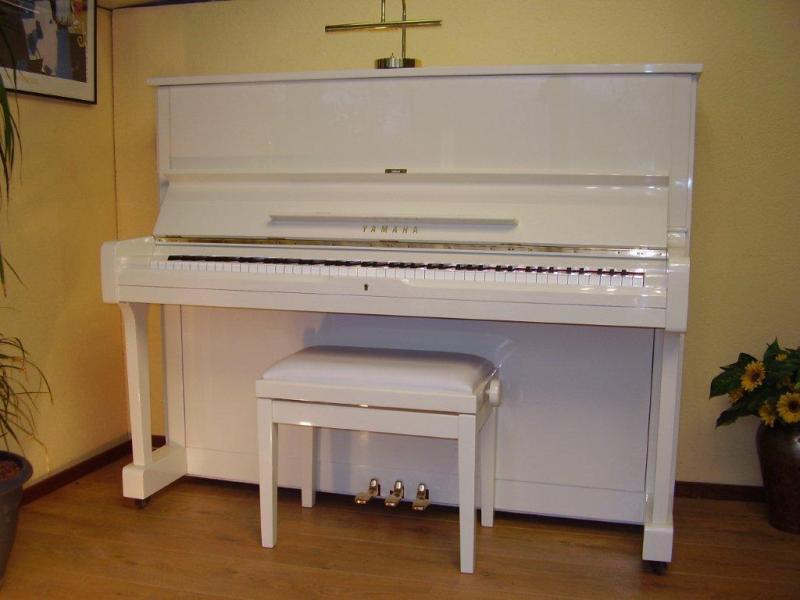 Hoogglans Witte Piano.Pianorama Elst Voor Een Goede Gebruikte Piano Piano S